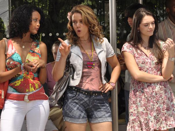 Taís Araújo, Leandra Leal e Isabelle Drummond caracterizadas como as empregadas de Cheias de Charme (Foto: João Paulo Cotta / TV Globo)