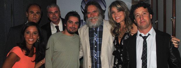 Apresentadores da RBS TV junto com o ator da Globo José de Abreu (Foto: Luiza Carneiro/G1)