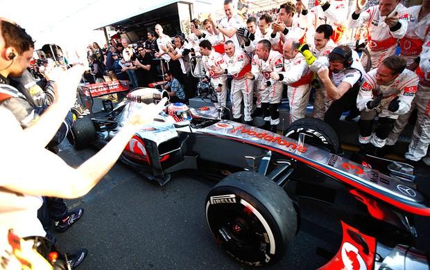 Equipe comemora vitória de Button no GP da Austrália (Foto: Getty Images / Divulgação: Globoesporte.com)