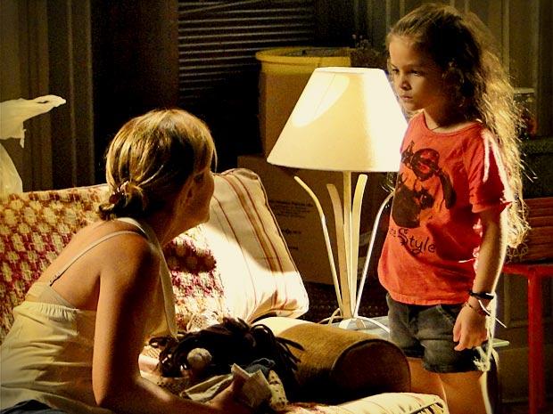 Carminha discute com Rita e a jovem enfrenta a madrasta (Foto: Divulgação/TV Globo)