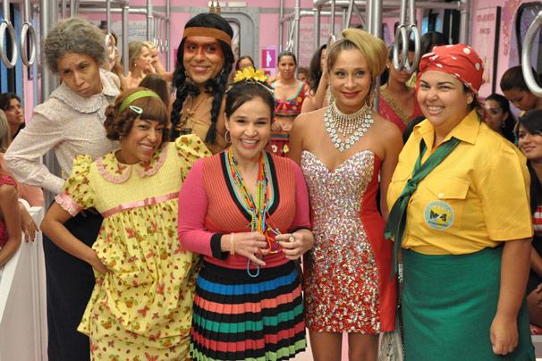 Dona Santinha ( Thalita Carauta ), Marina ( Samantha Schmutz ) , India Tapioca ( Caique Luna ), Sirene ( Claudia Rodrigues ) , Lady kate ( Katiuscia Canoro ) e Lucicreide ( Fabiana Karla ) (Foto: João Cotta/TV Globo)