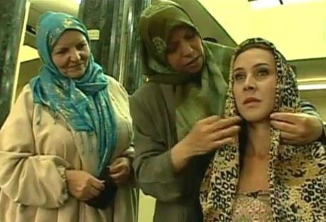 O lenço foi a principal influência da cultura islâmica na moda brasileira (Foto: Reprodução EPTV)