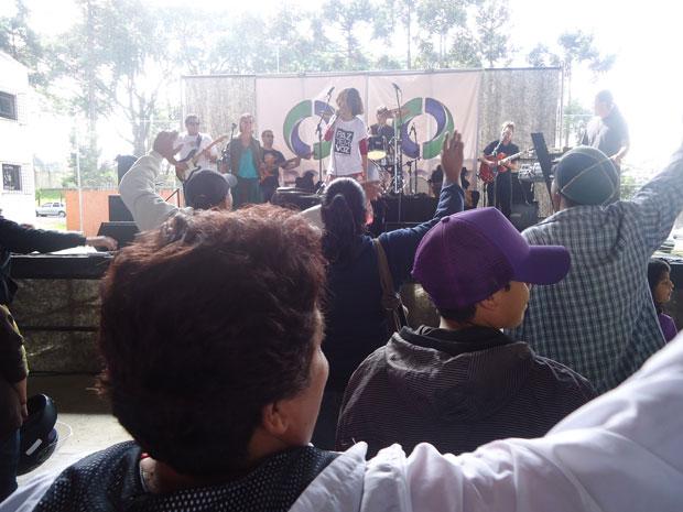 RPC TV na Praça Curitiba banda Namastê (Foto: Divulgação/RPC TV)