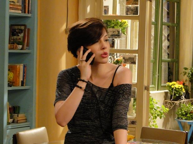 Cristal some de casa e deixa Alexia desesperada (Foto: TV Globo / Malhação)