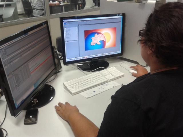 Equipe de Ilustração finalizando o projeto gráfico (Foto: Katiúscia Monteiro/G1 AM)