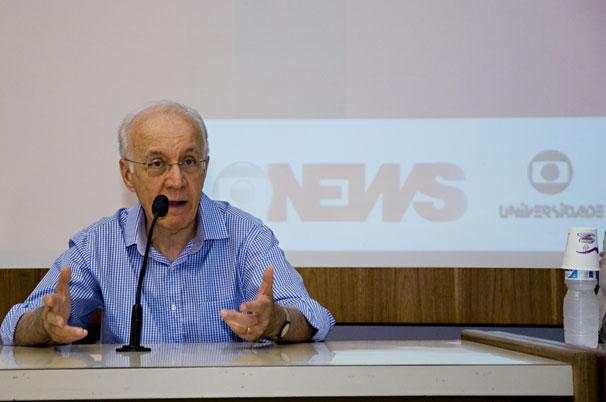 O professor Cesar Romero destacou o valor da participação dos estudantes no projeto (Foto: Renato Velasco)