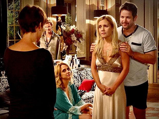 Carminha descobre que Nina salvou Jorginho e se desculpa (Foto: Divulgação/TV Globo)