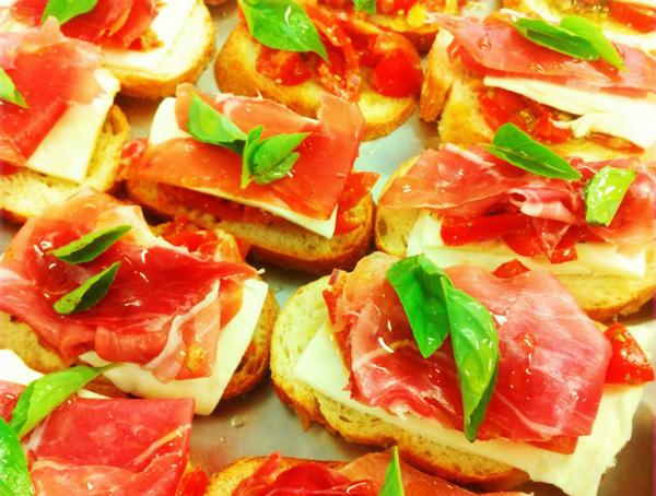 Bruschetta de presunto de Parma e cream cheese | Entradas > Bruschetta