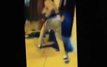 Agressão foi filmada e colocada na Internet  (Foto: Reprodução)