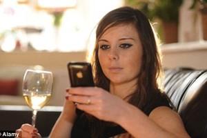 Viciados em Internet se sentem solitários offline (Foto: MailOnline)