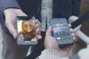 """Comercial da Samsung Galaxy S II """"zoa"""" os fãs da Apple (Foto: Reprodução)"""