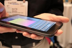 Tela touch pode ter botões físicos (Foto: Léo Torres)