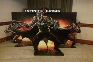 Infinite Crisis: Seja o Batman. Todos eles. (Foto: TechTudo/Léo Torres)
