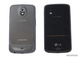 Comparação entre o antigo Galaxy Nexus (esq.) e o LG Nexus 4 (dir.) (Foto: Reprodução/Onliner)