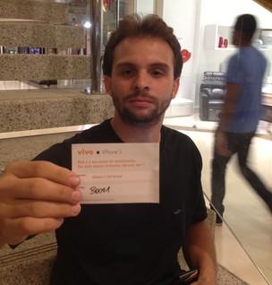 Gabriel Subtil foi o primeiro da fila para comprar o iPhone 5 o Brasil (Foto: Diego Borges/TechTudo)