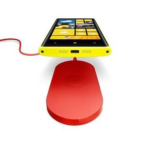 O Lumia 920 utiliza a tecnologia Qi wireless para carregar sua bateria (Foto: Divulgação/ Nokia) (Foto: O Lumia 920 utiliza a tecnologia Qi wireless para carregar sua bateria (Foto: Divulgação/ Nokia))