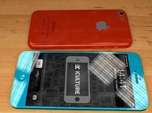 iPhone mini ao lado do iPhone 5S, em conceito (Foto: A)
