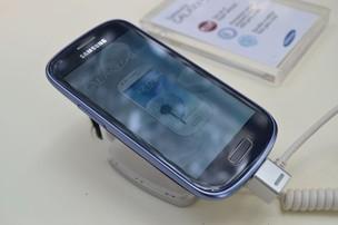 Galaxy S3 mini, da Samsung, tem tela de 4 polegadas (Foto: Pedro Zambarda/TechTudo) (Foto: Galaxy S3 mini, da Samsung, tem tela de 4 polegadas (Foto: Pedro Zambarda/TechTudo))