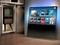 Novo design mostra diferenças entre a TV do passado ao lado esquerdo, com novo e moderno conceito da Philips (Foto: Reprodução)