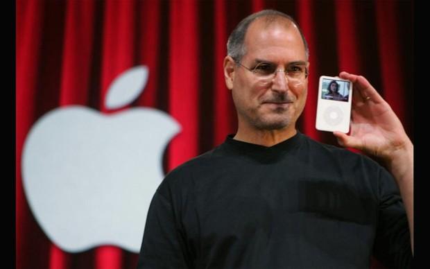 Steve Jobs lança iPod em 2008 (Foto: Reprodução)