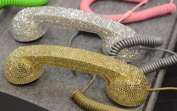 Pop Phones especiais com brilhantes, para quem não quer mesmo passar despercebido (Foto: divulgação)  (Foto: Pop Phones especiais com brilhantes, para quem não quer mesmo passar despercebido (Foto: divulgação) )