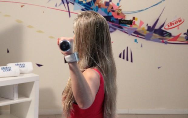 Renata Davila testa o game Your Shape Fitness Envolved 2012 (Foto: Allan Melo / TechTudo)