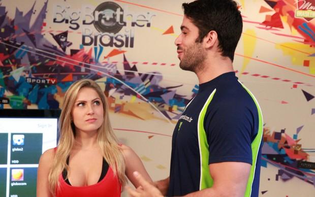 Renata Davila e Kadu Parga testam o game Your Shape Fitness Envolved 2012 (Foto: Allan Melo / TechTudo)