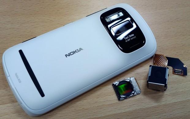 Nokia PureView 808 e ao lado os componentes usados pela câmera (Foto: Reprodução) (Foto: Nokia PureView 808 e ao lado os componentes usados pela câmera (Foto: Reprodução))
