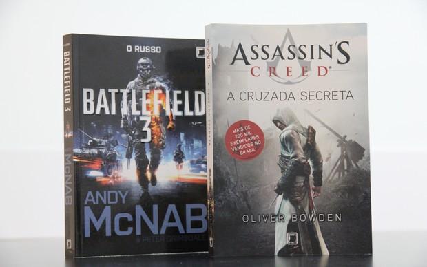 Livros Assassins Creed e Battlefield (Foto: TechTudo/Marlon Câmara)