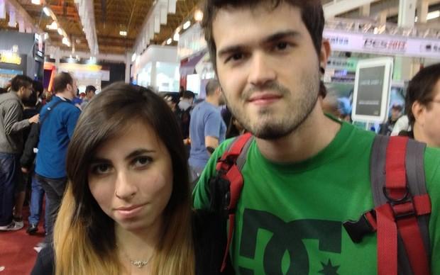 Fernando e Beatriz reclamaram dos preços elevados do game (Foto: Luiz Gustavo)