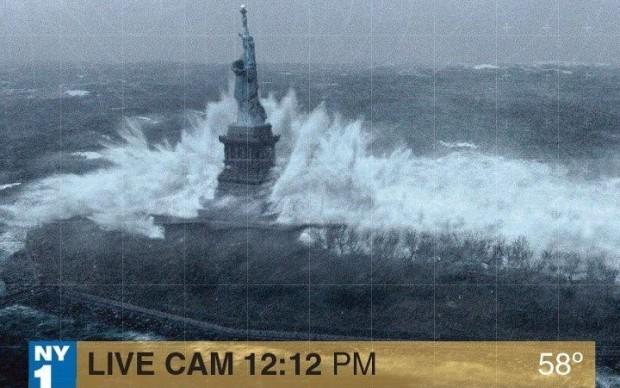 Em falsa imagem, Estátua da Liberdade é atingida por ondas gigantes (Foto: Reprodução/Mashable) (Foto: Em falsa imagem, Estátua da Liberdade é atingida por ondas gigantes (Foto: Reprodução/Mashable))