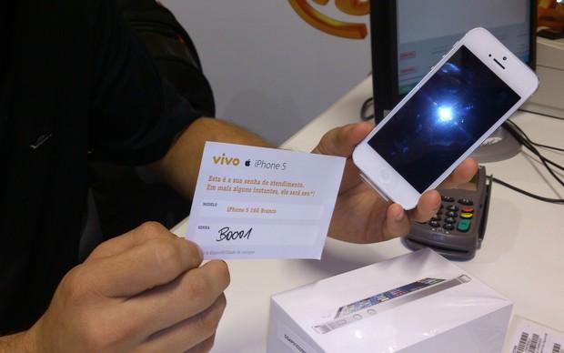 Fã da Apple é o primeiro a comprar o iPhone 5 (Foto: TechTudo/Fabrício Vitorino)