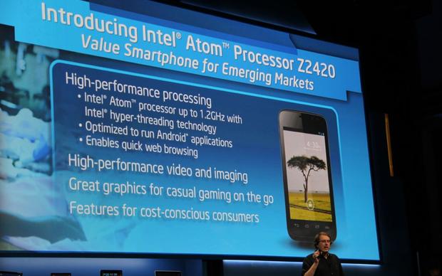 Novo processador da Intel, Atom Z2420, desenvolvido para smartphones, foi apresentado na CES 2013 (Foto: TechTudo/Fabricio Vitorino)
