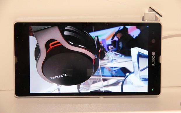 Top de linha da Sony, Xperia Z pretende competir contra Galaxy S3 e iPhone 5. (Foto: TechTudo / Léo Torres)