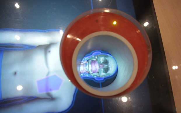 Playsurface: uma mesa de raio-x multitouch (Foto: Léo Torres)