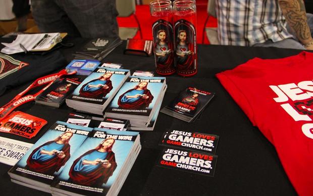 Alguns dos produtos disponíveis na igreja gamer (Foto: TechTudo/Fabricio Vitorino)