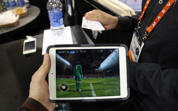 Tactslide sendo usado em um jogo de futebol (Foto: TechTudo/Fabricio Vitorino)