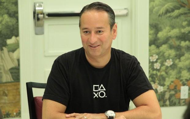 Mark Stanley em entrevista pós-evento de lançamento do PS4 (Foto: Léo Torres / TechTudo)