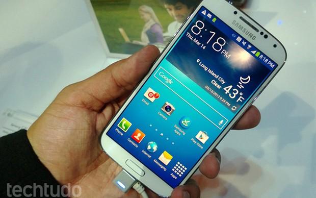 O TechTudo testa o Samsung Galaxy S4 (Foto: Allan Melo/ TechTudo)
