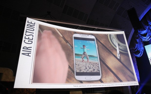 Tecnologia de Air Gesture foi confirmada para o Samsung Galaxy S4, permitindo controlar o aparelho sem tocá-lo (Foto: Allan Melo/ TechTudo)