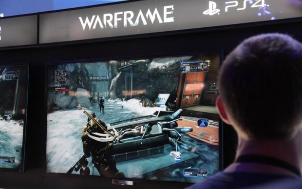 O game Warframe é um dos títulos disponíveis para PS4 à disposiçào do público (Foto: Léo Torres / TechTudo)