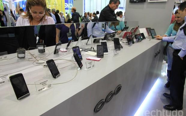 Nova linha de smartphones e tablets da CCE (Foto: TechTudo / Rodrigo Bastos)