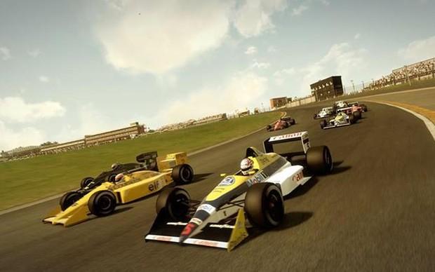 Carros clássicos lado a lado em F1 2013 (Foto: Divulgação)