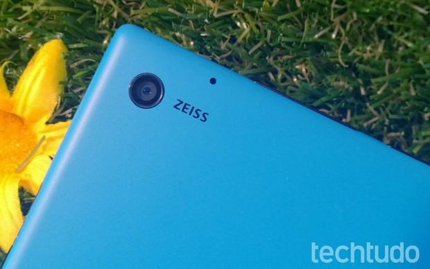 Detalhe da câmera do Lumia 2520 (Foto: Allan Melo/TechTudo)