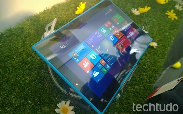 Tela superreflexiva do tablet Lumia 2520 (Foto: Allan Melo/TechTudo)