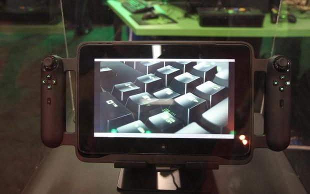 O TechTudo testou o Razer Edge, o tablet gamer da Razer, na BGS 2013 (Foto: Pedro Cardoso / TechTudo)