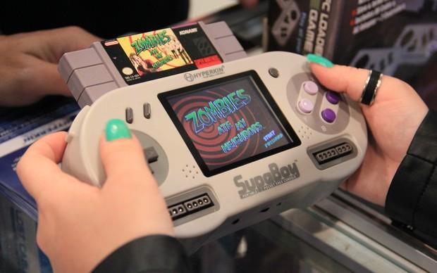 O Supaboy é uma versão portátil e leve do Super Nintendo (Foto: Renato Bazan / TechTudo)