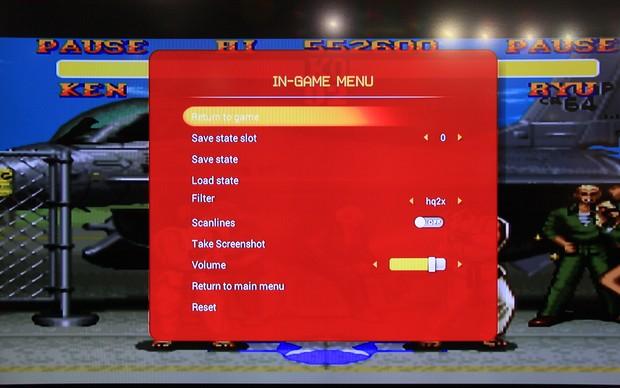 Jogos como Street Fighter II e Zombies Ate My Neighbours chamaram a atenção dos gamers na BGS 2013 (Foto: Renato Bazan / TechTudo)