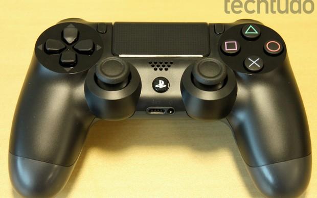 Dualshock foi modificado junto com o PS4 (Foto: Luciana Maline/ TechTudo)