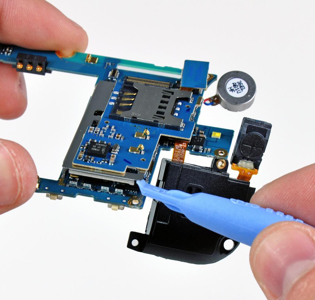 Detalhe da placa-mãe do Nexus S, com o leitor do SIM Card separado da placa mãe